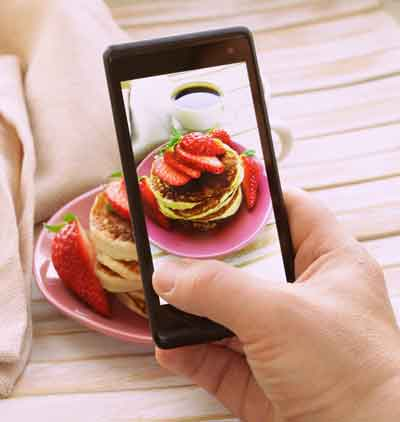 taking a picture of food with a smart phone